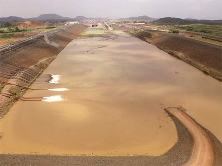 Panama-canal-water-gates-flood