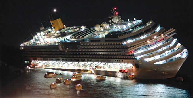 Cost-Concordia-aground_Giuseppe-Modesti_AP
